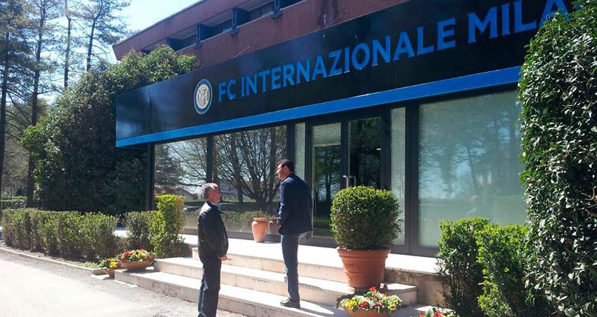 Alfredo Pazos, con Javier Zanetti en la Ciudad Deportiva del Inter de Milán