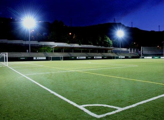 Futbol:Cambio de césped en plena competición. Algunos casos de fracaso y de éxito.