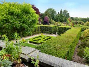 JARDINERÍA RESIDENCIAL. Cómo mantener un jardín de grandes dimensiones.