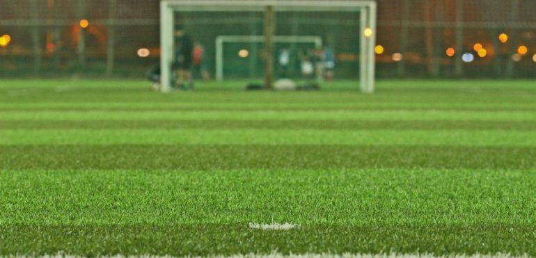 ¿Por qué no se debe colocar césped de segunda mano en campos de fútbol?
