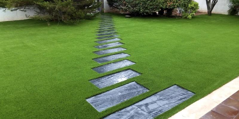 ventajas de césped artificial en el jardin