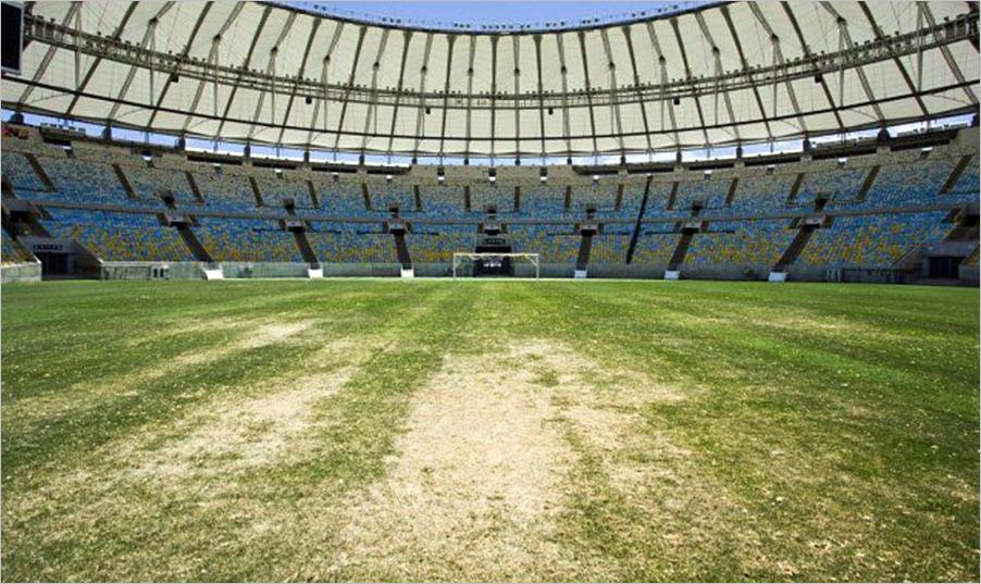 Cómo cambiar el césped natural de un campo de fútbol