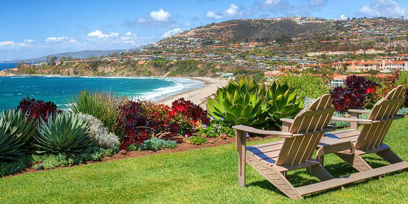 Cómo cuidar un jardín de césped natural junto al mar