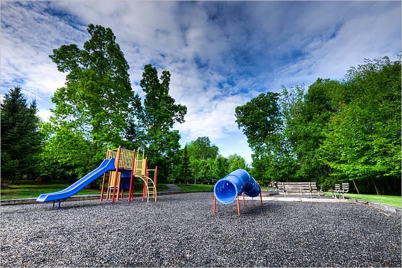 las mejores opciones de superficie de juegos para parques infantiles